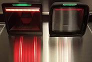 <p>従来機と比較してソフトな照明の採用で、操作者の作業負担を軽減</p>
